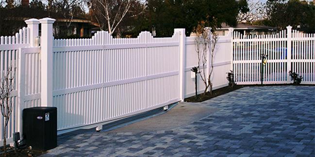 Picket Fence Gate Driveway
